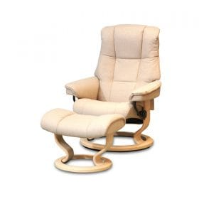 Sessel MAYFAIR Classic mit Hocker Stoff Calido light beige Gestell natur Stressless