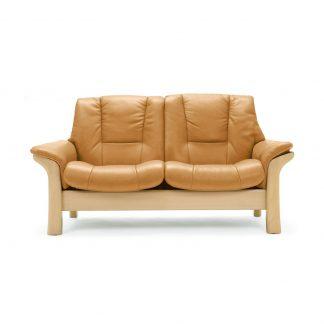 Sofa ARION niedrig 2-Sitzer Leder Cori tan Gestell natur Stressless