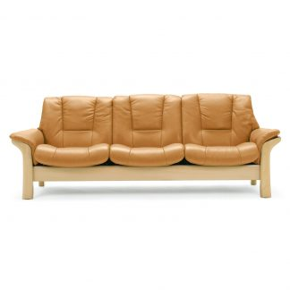 Sofa BUCKINGHAM niedrig 3-Sitzer Leder Cori tan Gestell natur Stressless