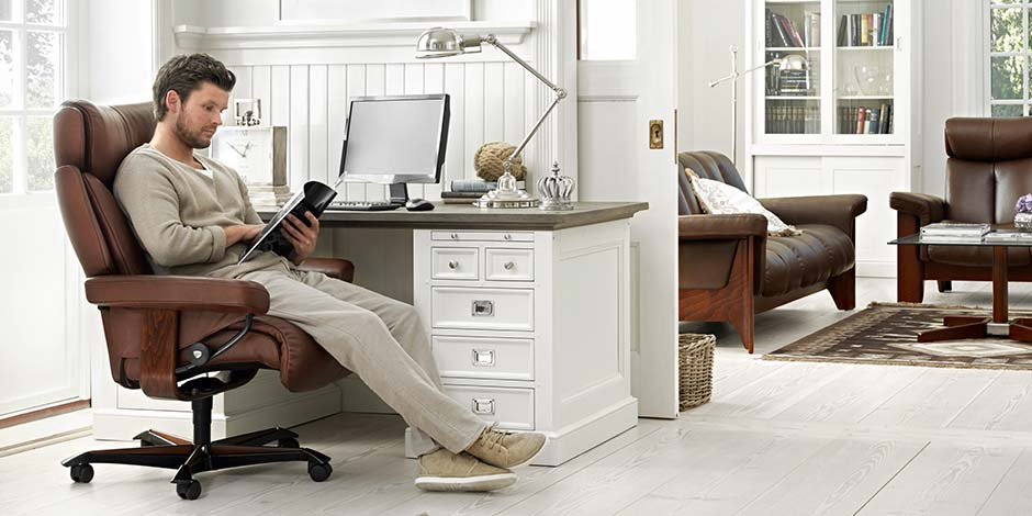 Bürsosessel Magic Home Office, Ledersessel Mann am Arbeitsplatz Stressless