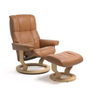 Stressless Sessel MAYFAIR mit Leder Cori tan und Classic Untergestell natur mit Hocker