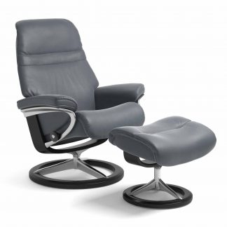 Sessel SUNRISE Signature mit Hocker Leder Batick atlantic blue Gestell schwarz Stressless