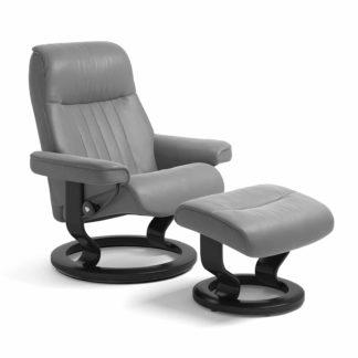 Stressless Sessel CROWN mit Leder Batick wild dove und Classic Untergestell schwarz mit Hocker